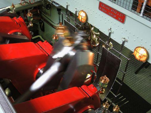 Dampfmaschine des Raddampfers 'Lötschberg' in Aktion