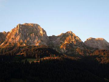 Schroffer Gebirgssockel La Videmanette - auch bekannt als 'Berner Dolomiten'