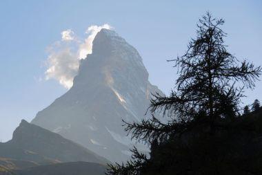 Das Zermatter Wahrzeichen im spätsommerlichen Abendlicht vom Hotelbalkon aus gesehen